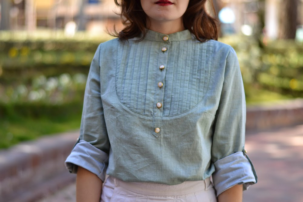 Carme blouse pattern, pauline alice patterns, in aqua green cotton and mother-of-pearl and golden buttons.