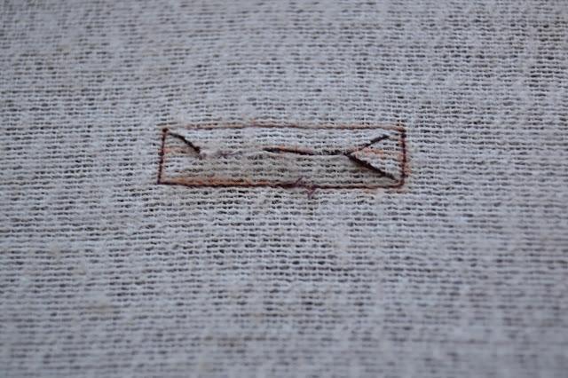 tutorial-buttonholes-opennings-facing-3